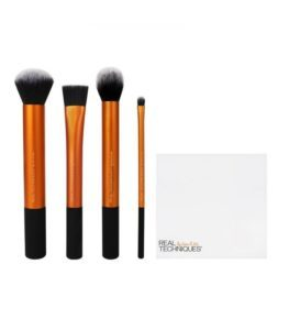 Set of brushes for face, of Real Techniques