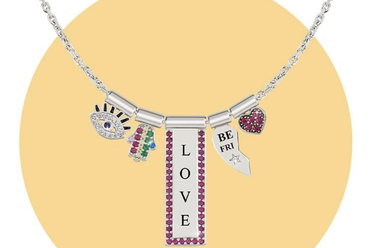 the-popularity-of-the-name-necklaces