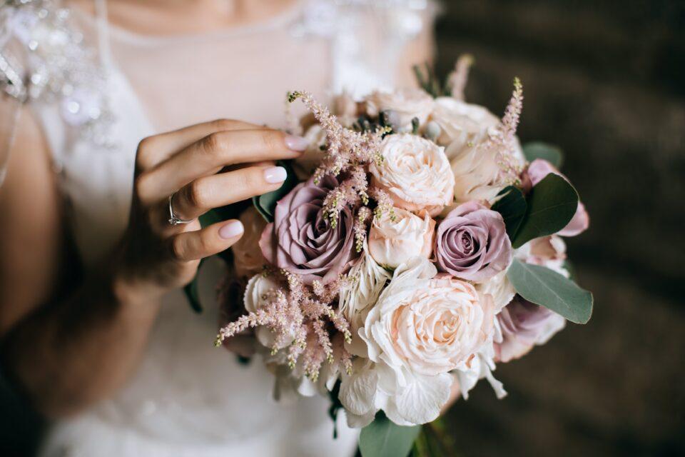 bright-wedding-flowers